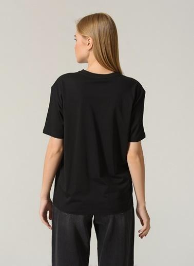 People By Fabrika Kadın Yazı Baskılı Tişört PFKSS21TS0025 Siyah